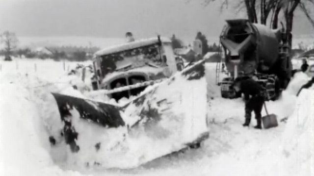 Comment déblayer l'abondante neige sur les routes? [RTS]