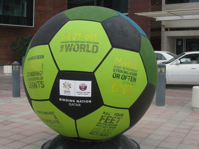 Le Qatar se prépare à recevoir la Coupe du Monde de football 2022. [Laurence Bolomey - RTS]