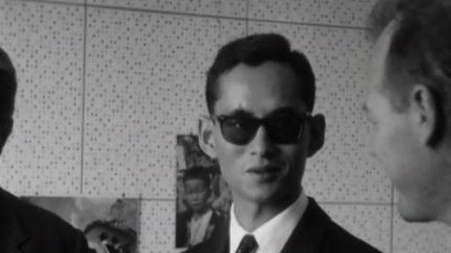 Le roi Bhumibol de Thaïlande à Cointrin en 1964. [RTS]
