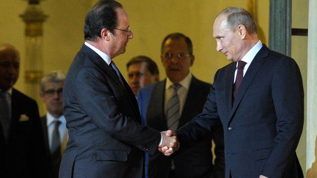Après Barack Obama, François Hollande a rencontré Vladimir Poutine. [Fred Dufour - AFP]