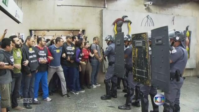 Le chaos à Sao Paulo avant le Mondial [RTS]