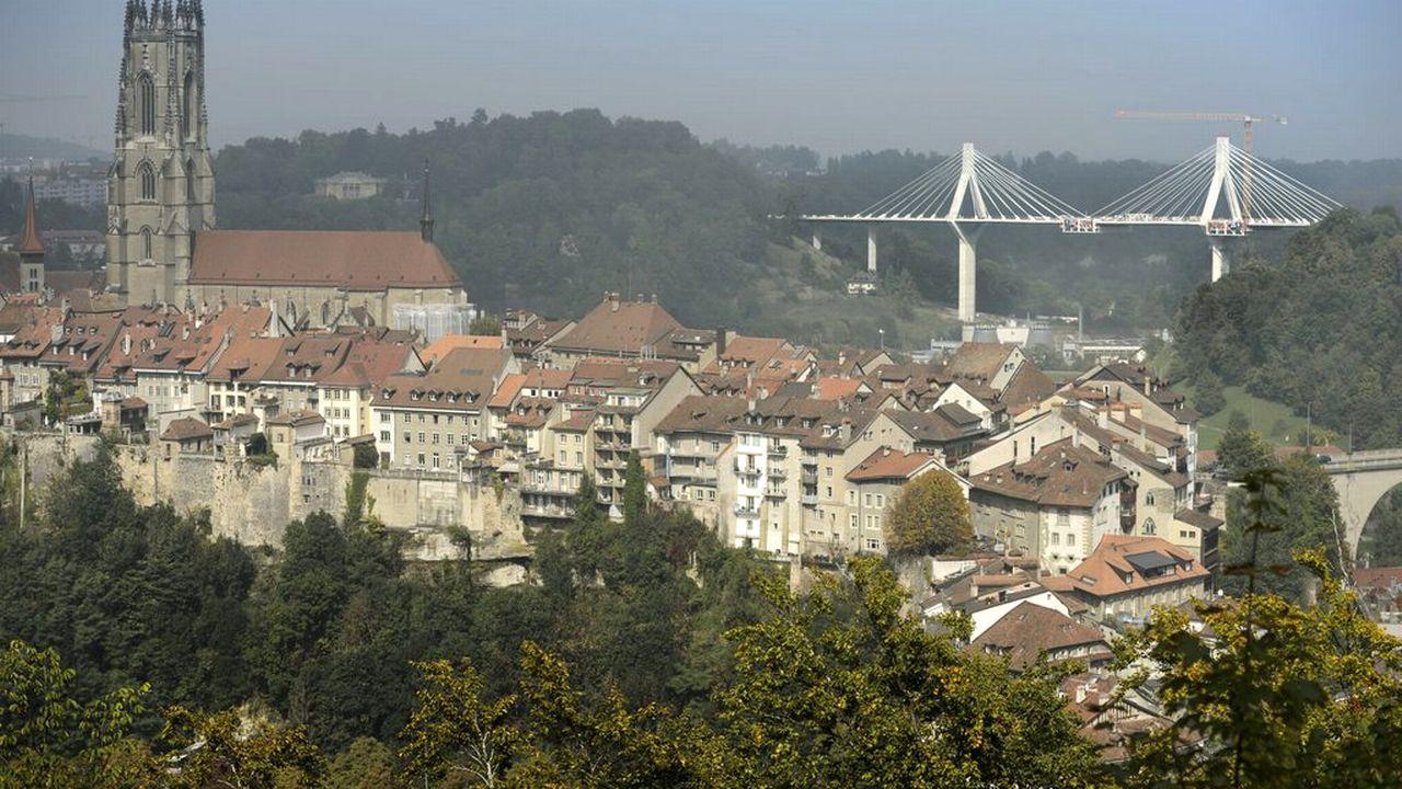 Fribourg, Pont de la Poya, cathédrale, vieille ville. [Laurent Gilliéron - Keystone]