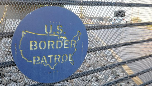 Des milliers de personnes, dont de nombreux enfants seuls, tentent de franchir illégalement la frontière entre le Mexique et les Etats-Unis chaque jour. [Keystone]