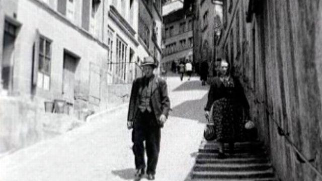 Regards sur la capitale fribourgeoise en juin 1957. [RTS]
