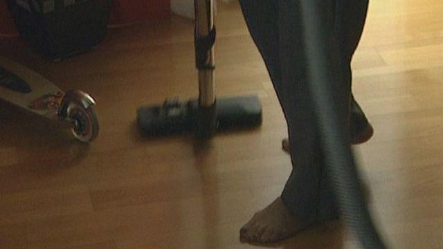 Clandestines, elles sont employées comme femmes de ménage à Genève. [RTS]