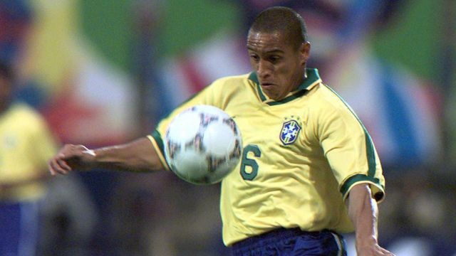 Le défenseur brésilien Roberto Carlos lors de la rencontre France-Brésil du 3 juin 1997. Vincent Amalvy AFP [Vincent Amalvy - AFP]