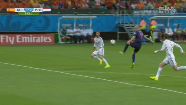 """Groupe B, ESP-NED (1-2): les """"Oranje"""" prennent l'avantage par Robben qui élimine Piqué et trompe Casillas d'une frappe déviée [RTS]"""