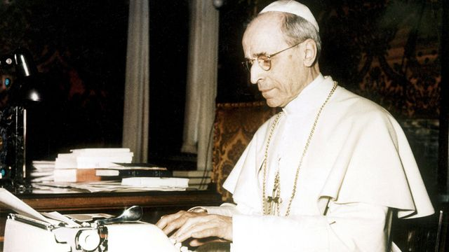 L'ancien pape Pie XII dans son bureau, dans les années 1940. [Felici Farabola - Leemage - AFP]