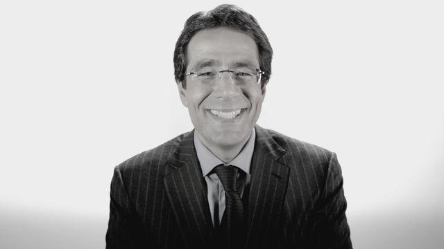 Darius Rochebin [Michael Lapaire / Michael Borgognon - RTS]