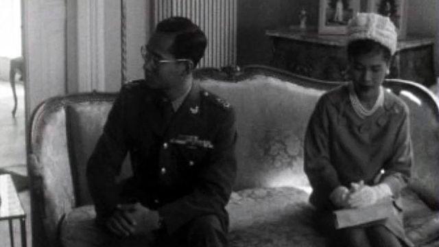Jean Ziegler interroge le roi de Thaïlande, en visite en Suisse.