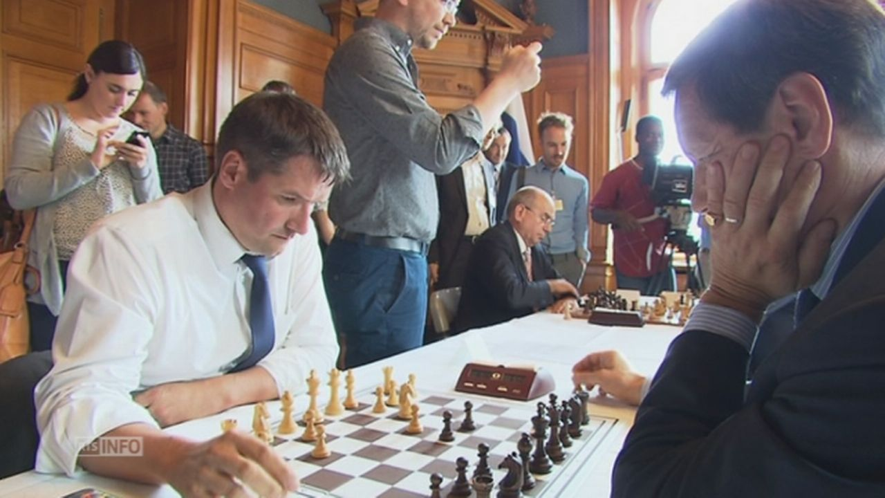 Partie d echecs Suisse Russie sous la Coupole federale [RTS]