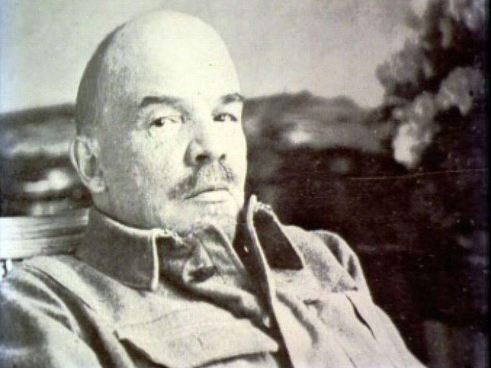 Les révolutions ne sont propres que dans les livres. Lénine.