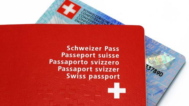 Passeport suisse, carte d'identité [© Schlierner - Fotolia]