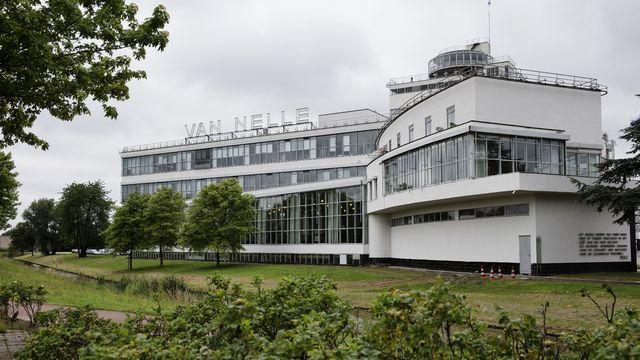 L'usine Van Nelle, réalisée dans les années 1920 le long d'un canal à Rotterdam, est considérée comme un fleuron de l'architecture industrielle du XXe siècle. [Jerry Lampen - ANP]