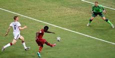 Asamoah Gyan s'échappe et donne l'avantage à un Ghana bien meilleur que lors de son premier match. [Marcus Brandt - Keystone]