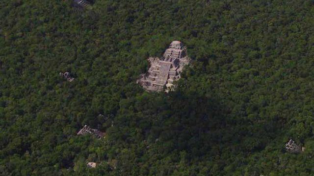L'ancienne cité maya et les forêts tropicales de Calakmul, à Campêche (Mexique) est une extension d'un site déjà inscrit en 2002. L'ensemble comprend aussi bien des vestiges mayas d'importance qu'une biodiversité importante, la troisième au monde de par la taille. [© Archivo/RBC-CONANP, Calakmul ruins - Ancient Maya City and Protected Tropical Forests of Calakmul, Campeche]