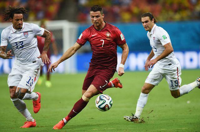 Un centre génial de Ronaldo permet aux Portugais d'entretenir encore la flamme de l'espoir. [Paulo Duarte - Keystone]