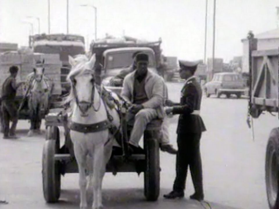 En Libye, six mois avant le coup d'Etat du colonel Kadhafi. [RTS]