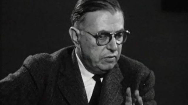 Interview de Sartre, un intellectuel engagé dans son temps.
