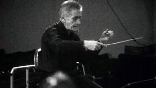 Entretien avec le chef d'orchestre Victor Desarzens, chez lui. [RTS]