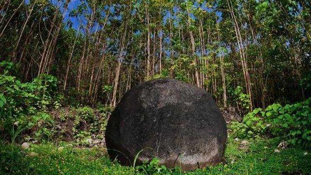 Les sphères mégalithiques du Diquis regroupent quatre sites archéologiques dans le delta du Diquis, au sud de Costa Rica. Ils contiennent des monticules artificiels, des zones pavées, des sites funéraires et des sphères mégalithiques de grande dimension (jusqu'à 2,57 m de diamètre) et dont l'usage demeure inconnu. [© Juan Julio Rojas/Museo Nacional de Costa Rica]