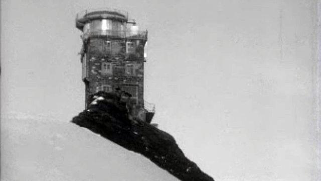 Au sommet de la Jungfrau pour observer le spectre solaire. [RTS]