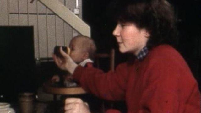 Jeune fille au pair suisse alémanique, 1980. [RTS]