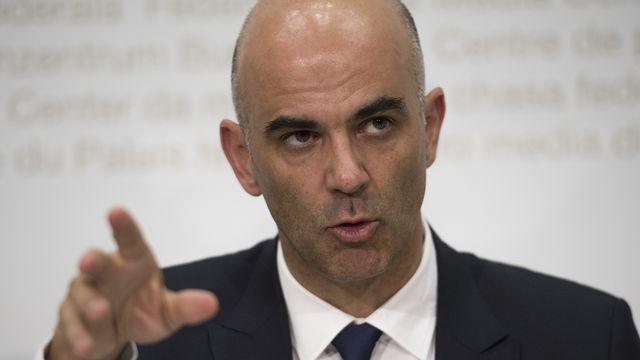 Le conseiller fédéral Alain Berset a défendu la proposition du gouvernement d'interdire aux Suisses d'utiliser leur deuxième pilier pour acheter des biens immobiliers. [Gian Ehrenzeller - Keystone]