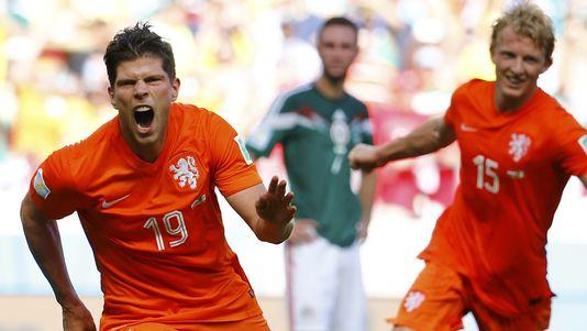 Entré en jeu à la 76e, Huntelaar a transformé le penalty qui envoie els Pays-Bas en quarts de finale. [Dominic Ebenbichler - Reuters]
