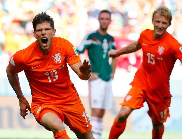 Entré en jeu à la 76e, Huntelaar a transformé le penalty qui envoie les Pays-Bas en quarts de finale. [Dominic Ebenbichler - Reuters]