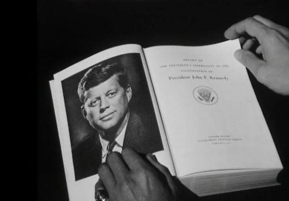 Le rapport Warren, un document contesté sur la mort de JFK.