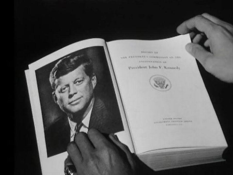 Le rapport Warren, un document contesté sur la mort de JFK. [RTS]