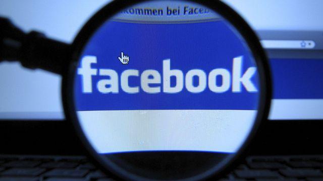 Facebook aurait mené une gigantesque expérience sur ses utilisateurs sans les en avertir. [AP dapd Joerg Koch  - Keystone]