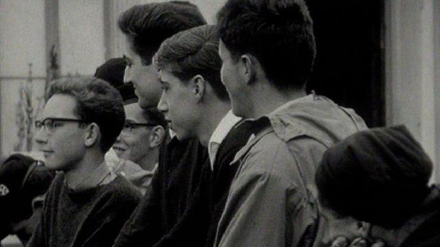 Jeunes Suisses alémaniques en voyage linguistique en Romandie, 1964. [RTS]