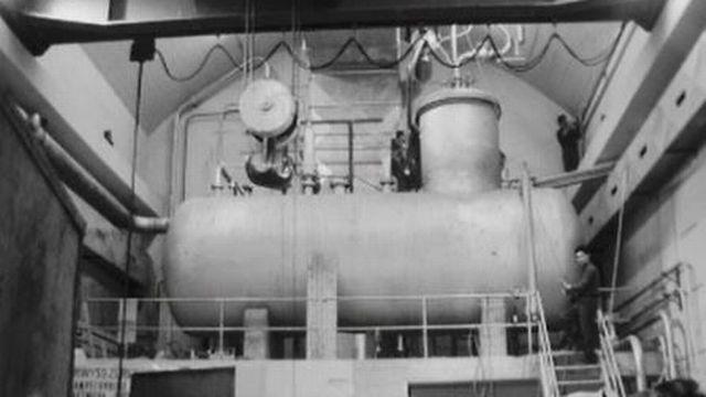 Visite sur le chantier de la centrale nucléaire de Lucens. [RTS]