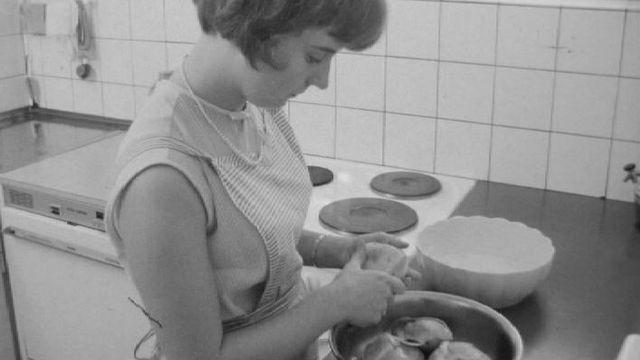 Jeune fille au pair en Suisse, 1967. [RTS]