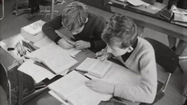 Des nouveautés dans les écoles primaires du Canton du Valais. [RTS]