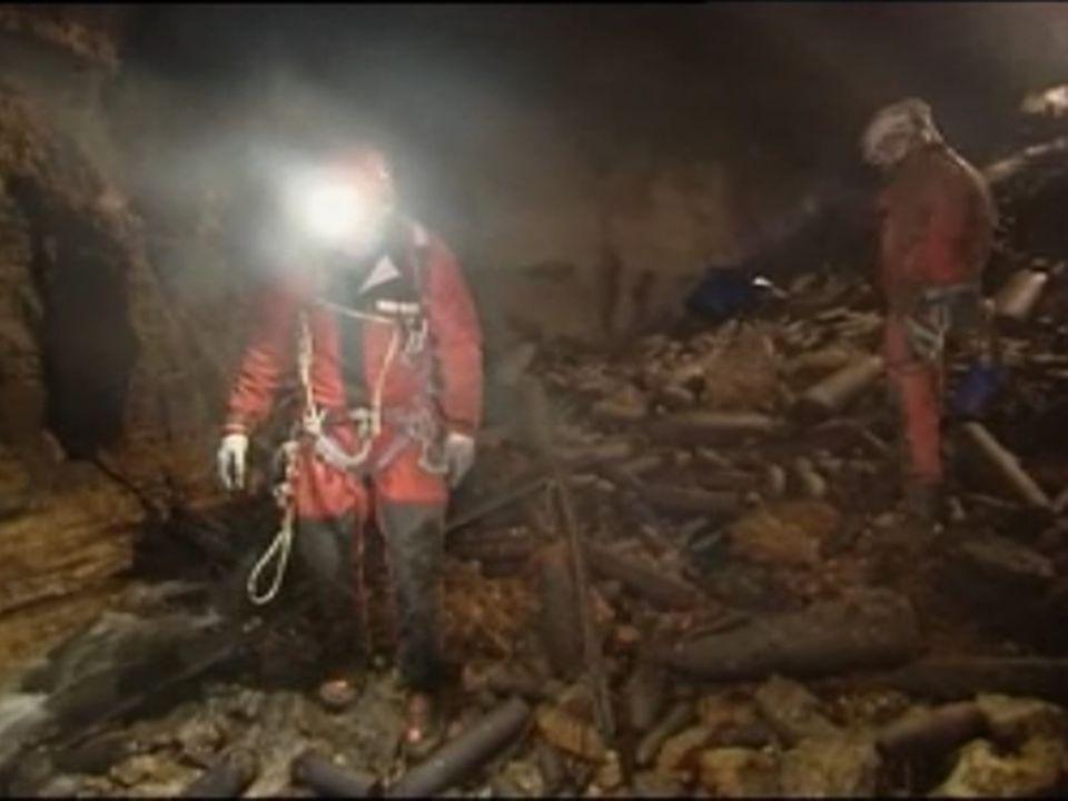 Trois mille tonnes d'obus au fond du gouffre de Jardel [RTS]