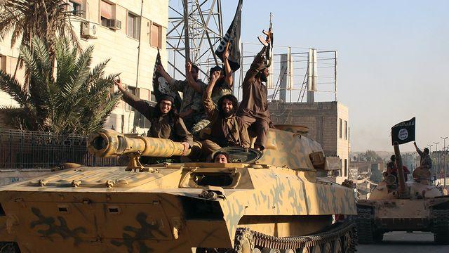 Des islamistes de l'EIIL dans la ville syrienne de Raqa [Ho / Welayat Raqa - AFP]