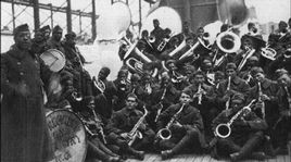 L'orchestre des Hellfighters dirigé par James Reese Europe, 1919. [DP]