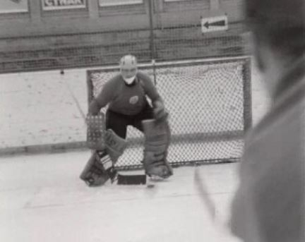 Gérald Rigolet, gardien du but du Hockey Club de la Chaux-de-Fonds, 1966.