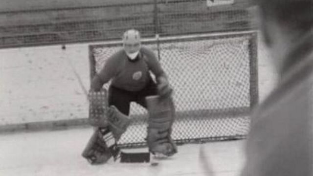 Gérald Rigolet, gardien du but du Hockey Club de la Chaux-de-Fonds, 1966. [RTS]