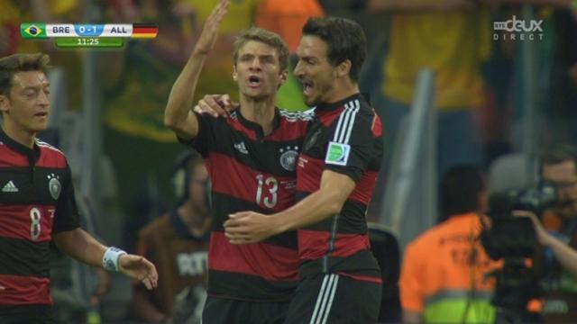 """1-2, BRA-GER (0-1): Seul au 5 mètres, Müller reprend un corner de Kroos et ouvre le score pour la """"Mannschaft"""" [RTS]"""