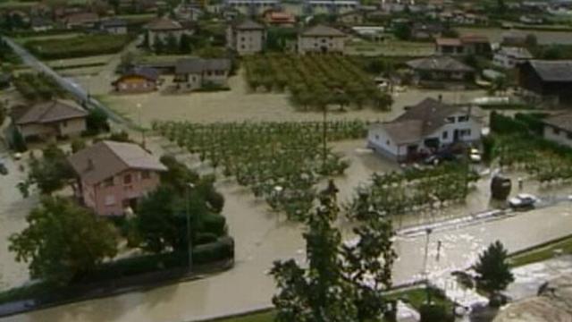 Saillon inondé en 2000. [RTS]