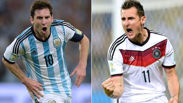 """Face à Klose (à dr.) et la """"Mannschaft"""", Messi devra sortir le grand jeu. [Javier Soriano - AFP]"""