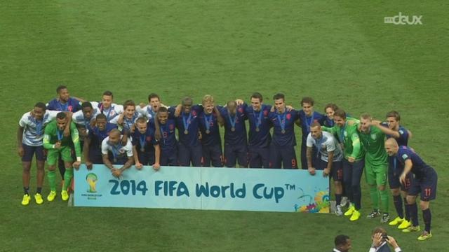 Petite finale, BRA-NED (0-3): Sepp Blatter remet les médailles aux joureurs hollandais [RTS]