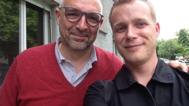 Le selfie de la victoire: Rouven Gueissaz (à droite) et l'ex-banquier Vincent Kuhn [RTS]