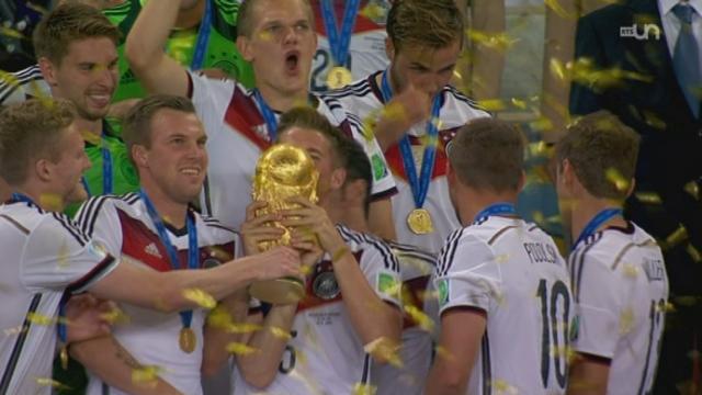 Finale, GER-ARG (1-0): remise du trophée à l'Allemagne, championne du monde après s'être imposée en prolongations face à l'Argentine ! [RTS]