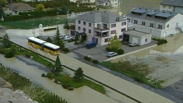 La plaine du Rhône inondée en octobre 2000. [RTS]