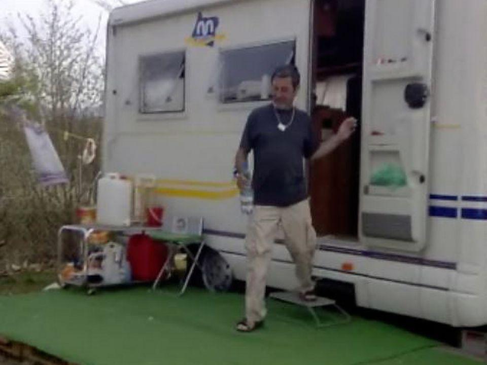 Le camping est une solution contre la crise du logement.